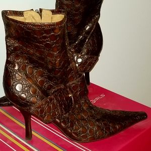 BCBG Boots Brown Crocodile Like Leather Size 9